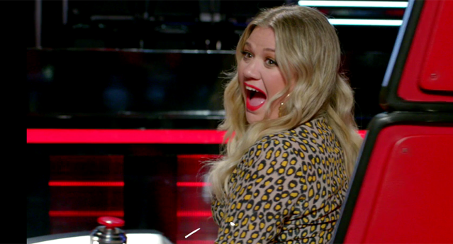 Kelly Clarkson looks thrilled to be on <em>The Voice.</em> (Photo: NBC)