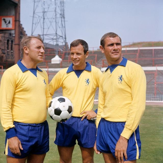 Docherty (ball in hand) with Graham Leggertt (centre) and Arthur Cox during his stint in charge of Aston Villa
