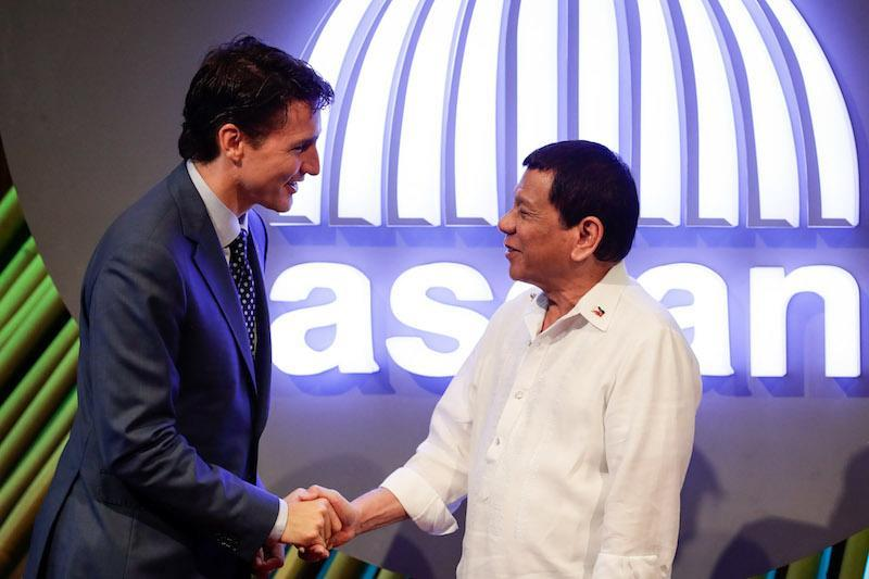 Prime Minister Justin Trudeau, left, shakes hands with Philippines President Rodrigo Duterte in Manila on Nov. 13, 2017. The two world leaders were all smiles before Trudeau confronted Duterte over concerns about human rights and extrajudicial killings in the Philippines. Photo from Getty Images.