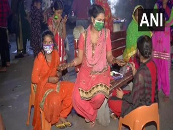 Women applied henna on hands ahead of Karva Chauth in Karol Bagh on Tuesday (Photo/ANI)