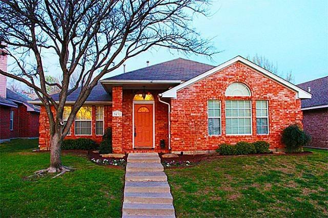 "<p><a href=""http://yhoo.it/ZhjoLm"" target=""_blank"">Dallas, TX</a><br /><a href=""http://yhoo.it/YqasAM"">3432 Briargrove Ln, Dallas, TX</a><br />For sale: $223,900</p> <p>Located across the street from a park and elementary school, this is an ideal Dallas starter home. Inside, an open floor plan, 3 bedrooms, 2 baths and a study provide space for a growing family.</p> <p><strong><a href=""http://yhoo.it/YqasAM"" target=""_blank"">Click here to go to the listing</a> with several more photos and details. Or <a href=""http://yhoo.it/ZhjoLm"" target=""_blank"">click here to see all Dallas listings</a>.</strong></p>"
