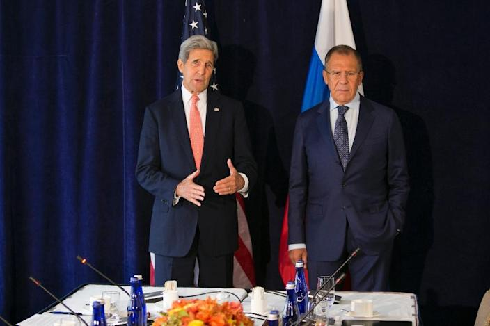 US Secretary of State John Kerry meets with Russia Foreign Minister Sergei Lavrov at New York's Palace Hotel on September 27, 2015 (AFP Photo/Dominick Reuter)