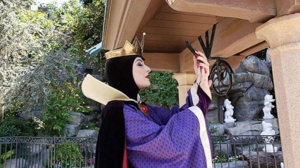 PHOTO: We love this Evil Queen vamping for the camera at Disneyland. (Fatima Lakhani)