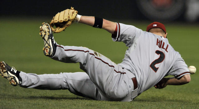 Arizona Diamondbacks second baseman Aaron Hill misses a single hit by Chicago White Sox's Alejandro De Aza during the sixth inning of a baseball game in Chicago, Friday, May 9, 2014. (AP Photo/Paul Beaty)