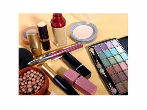 "<div class=""caption-credit""> Photo by: None</div><div class=""caption-title"">Reading The Expiration Date</div>The FDA does not require cosmetic companies to provide expiration dates on beauty products but a few brands list them anyway! Like food labels, some cosmetics have the month, date, and year printed on the package. Others have a symbol of a jar with an open lid, number, and letter. The open lid means the expiration date applies once the product is opened or the seal is removed. The letter is usually an ""M"" for month or ""Y"" for year. So if you see ""12 M"" on the symbol that means the product will last up to 12 months after it has been opened. <br> <br> <b><a rel=""nofollow"" target="""" href=""http://www.seventeen.com/beauty/salon-virtual-makeover?link=rel&dom=yah_life&src=syn&con=blog_seventeen&mag=svn"">Give Yourself A Virtual Makeover!</a> <br> <a rel=""nofollow"" target="""" href=""http://www.seventeen.com/parties/prom-makeup?link=rel&dom=yah_life&src=syn&con=blog_seventeen&mag=svn"">Get Pretty Prom Makeup</a></b> <br>"