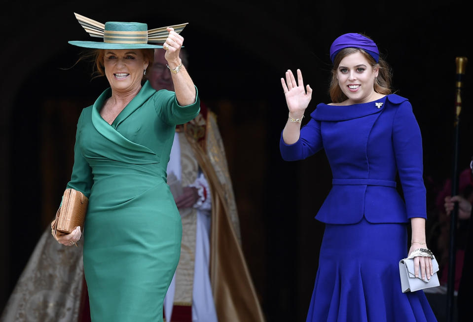 WINDSOR, ENGLAND – OCTOBER 12: Sarah, Duchess of York and Princess Beatrice arrive ahead of the wedding of Princess Eugenie of York and Mr. Jack Brooksbank at St. George's Chapel on October 12, 2018 in Windsor, England. (Photo by Toby Melville – WPA Pool/Getty Images)