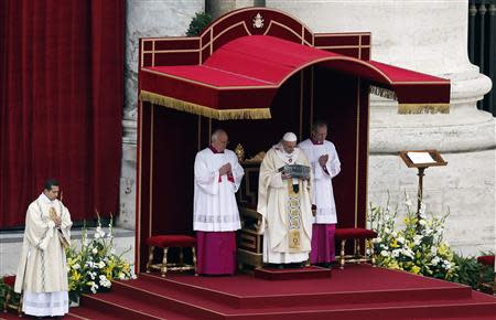 Pope Francis holds the relics of the Apostle Peter on the altar during a mass at St. Peter's Square at the Vatican November 24, 2013. REUTERS/Stefano Rellandini