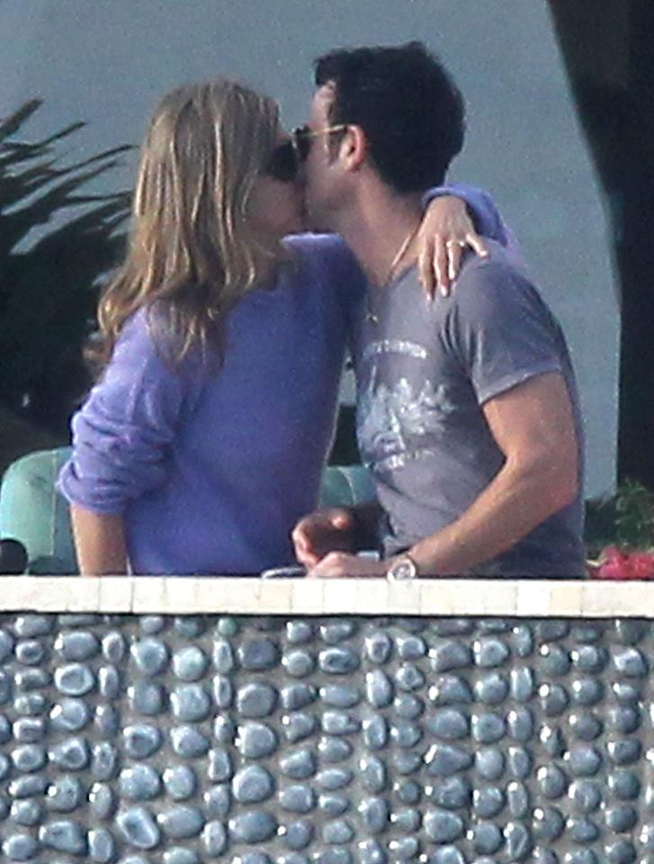 EXCLUSIVE: Jennifer Aniston and Justin Theroux share a passionate kiss while on vacation in Mexico.