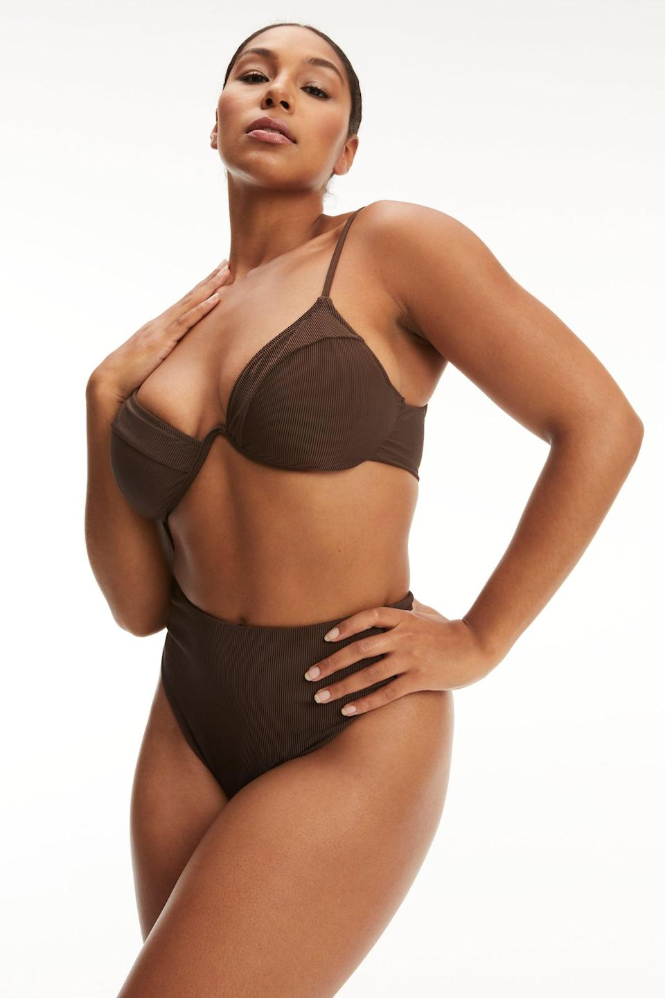 <p>You'll definitely want to flaunt this <span>Showoff Curve Top</span> ($59) and <span>Good Waist Bottom</span> ($45) set.</p>