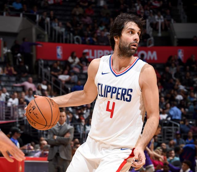 "<a class=""link rapid-noclick-resp"" href=""/olympics/rio-2016/a/1155622/"" data-ylk=""slk:Milos Teodosic"">Milos Teodosic</a> is always looking to pass. (Getty Images)"