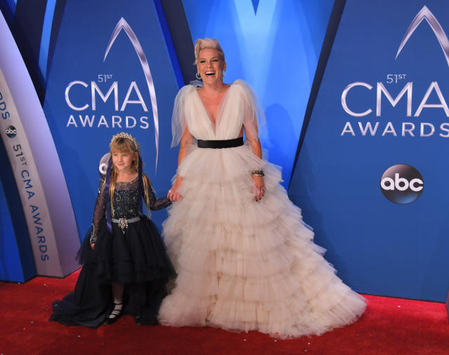 Pink brought her adorable daughter, Willow, as her pint-sized date to the 2017 CMA Awards -- and the six-year-old cutie was a total style star in a tulle gown and tiara.