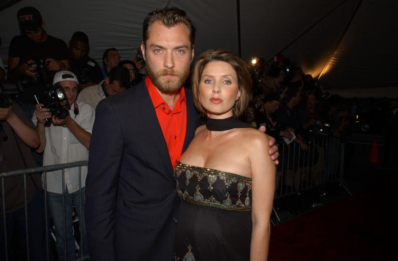 "Jude Law and wife Sadie Frost arrive at the premiere of the Dreamworks SKG film ""Road to Perdition"" at the Ziegfeld Theatre in New York City, July 9, 2002. Photo by Frank Micelotta/ImageDirect."