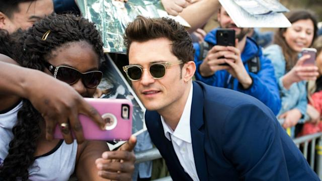 069d85f0d6ea STAR SIGHTINGS: Orlando Bloom Takes Selfies With Fans, Justin Bieber Enjoys  His Day Off, and More!