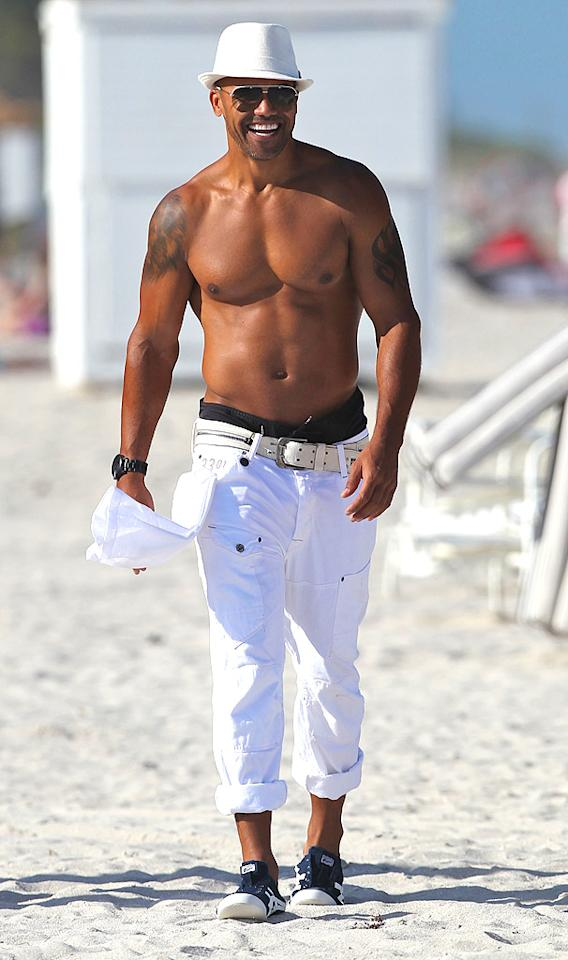 "No, ""Criminal Minds"" actor Shemar Moore isn't on the set of a sexy photo shoot. This is just what the 42-year-old looks like on a regular day at the beach! <br><div style=""display:none;"" class=""skype_pnh_menu_container""><div class=""skype_pnh_menu_click2call""><a class=""skype_pnh_menu_click2call_action"">Call</a></div><div class=""skype_pnh_menu_click2sms""><a class=""skype_pnh_menu_click2sms_action"">Send SMS</a></div><div class=""skype_pnh_menu_add2skype""><a class=""skype_pnh_menu_add2skype_text"">Add to Skype</a></div><div class=""skype_pnh_menu_toll_info""><span class=""skype_pnh_menu_toll_callcredit"">You'll need Skype Credit</span><span class=""skype_pnh_menu_toll_free"">Free via Skype</span></div></div>"