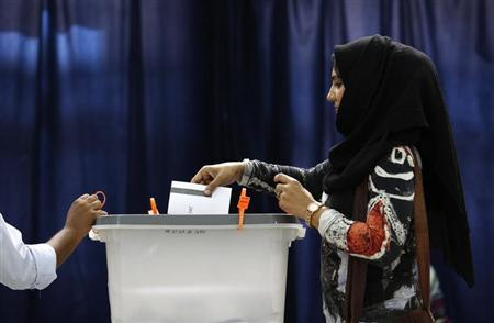 A woman casts her vote at a polling centre during the presidential elections in Male September 7, 2013. Voters in the Maldives go to the polls on Saturday to elect a president after nearly 20 months of intermittent protests and sporadic violence triggered when the previous government was ousted. REUTERS/Dinuka Liyanawatte