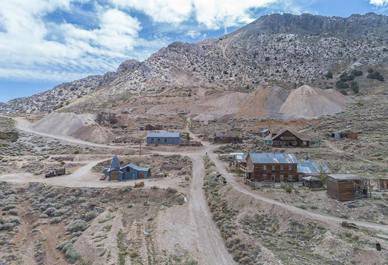 The town has 22 structures (ghosttownforsale.com)