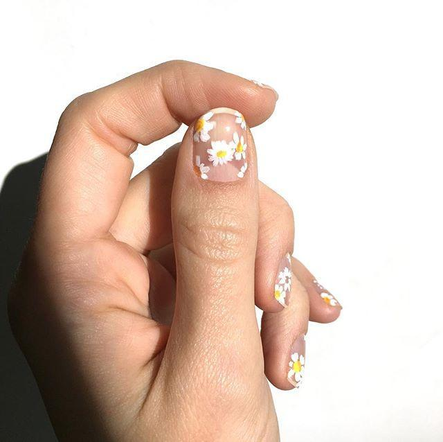 """<p>Match your floral bouquet to your nail art with ethereal floating daisies. </p><p><a href=""""https://www.instagram.com/p/Bst4YeFFbqc/?utm_source=ig_embed&utm_campaign=loading"""" rel=""""nofollow noopener"""" target=""""_blank"""" data-ylk=""""slk:See the original post on Instagram"""" class=""""link rapid-noclick-resp"""">See the original post on Instagram</a></p>"""