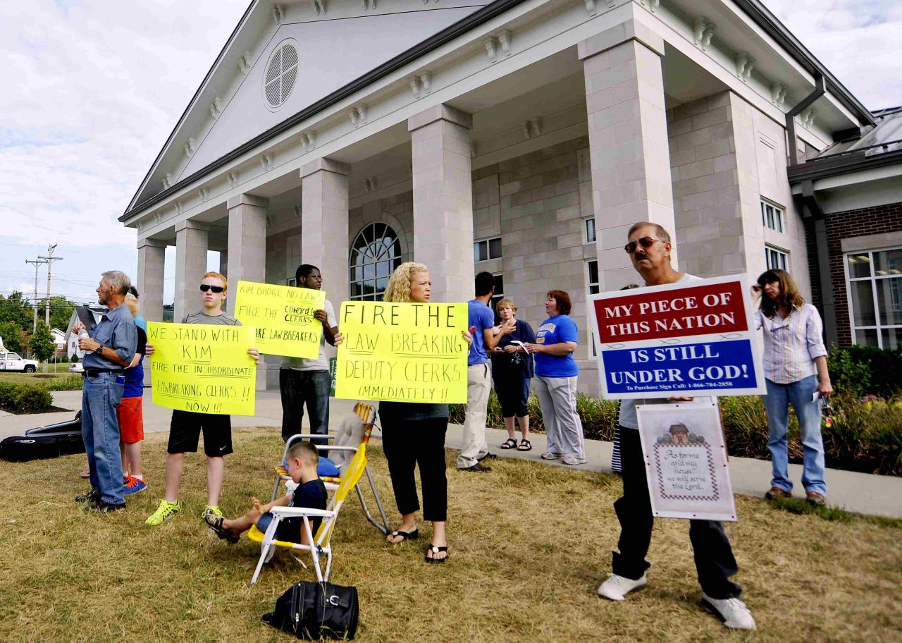 Protester hold signs and sing gospels in support of Kim Davis outside the Rowan County Judicial Center in Morehead, Kentucky, September 9, 2015. The calm that returned to Morehead, home to the county clerk who had refused to issue marriage licenses to gay couples - could be short lived when Kim Davis returns to work on Monday, along with crowds of demonstrators and the media.   REUTERS/Chris Tilley/Files