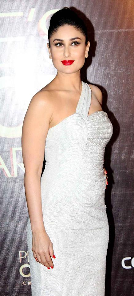 Looking like a vision in white, Kareena's shimmering one-shoulder gown truly stands out.
