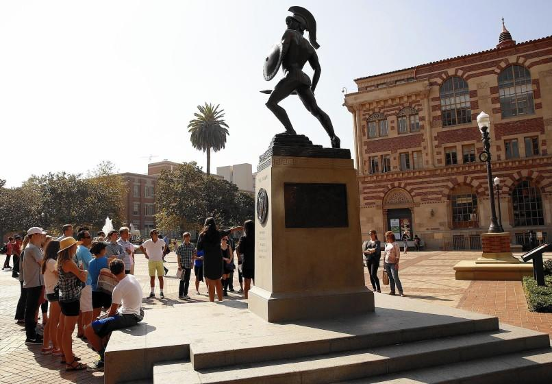 "USC students are being asked to stay home and continue their education online in the fall amid the coronavirus crisis. <span class=""copyright"">(Al Seib / Los Angeles Times)</span>"