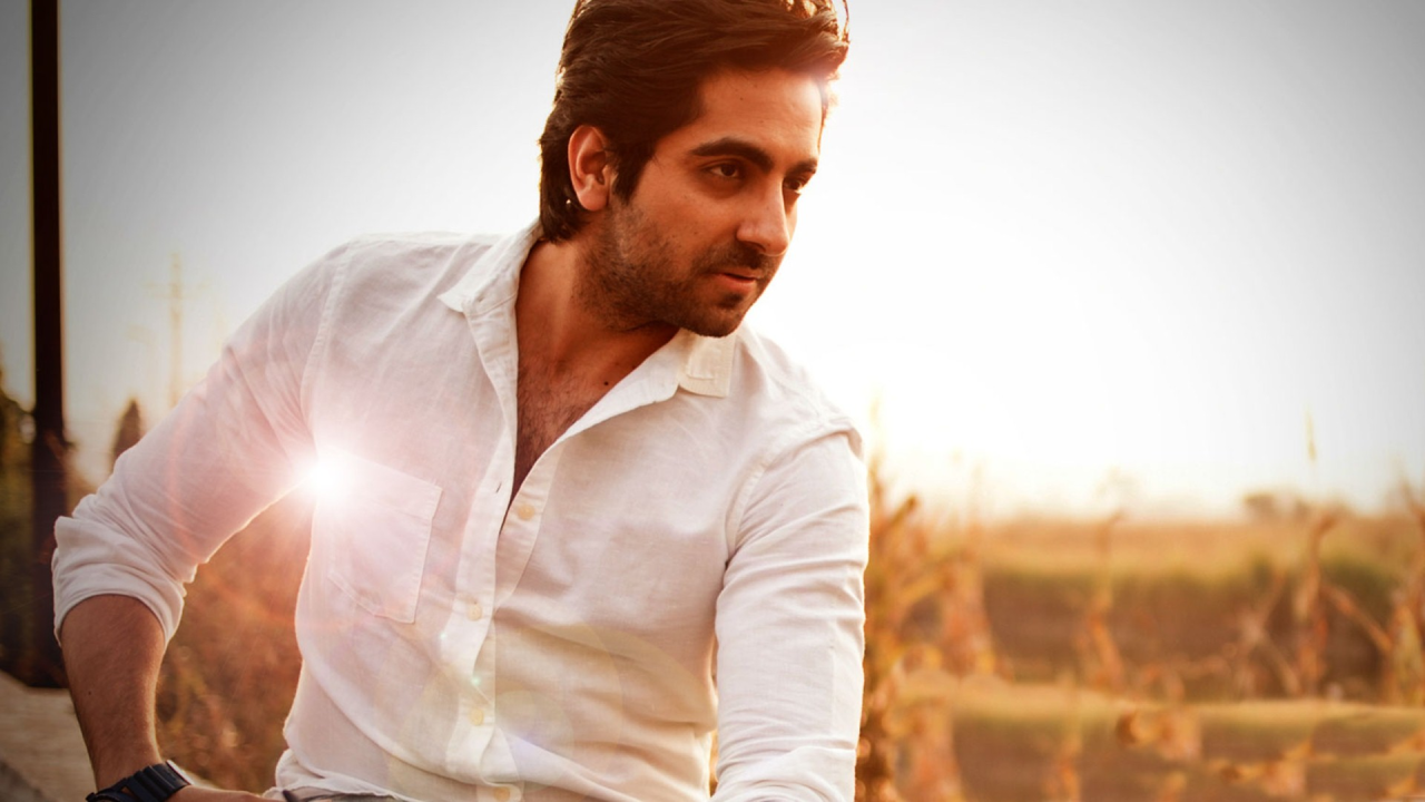 <p>He was born in Chandigarh to Poonam and P. Khurrana. His father is an astrologer and his mother a housewife. </p>
