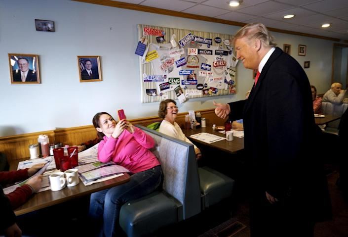<p>Republican presidential candidate Donald Trump poses for a photo for a guest at Chez Vachon restaurant in Manchester, on Feb. 7, 2016. <i>(Photo: Rick Wilking/Reuters)</i></p>