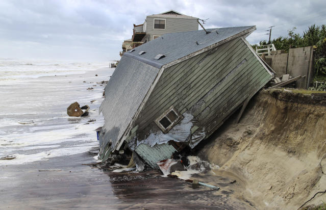 <p><strong>Ponte Vedra Beach</strong><br>A house slides into the Atlantic Ocean in the aftermath of Hurricane Irma in Ponte Vedra Beach, Fla., Sept. 11, 2017. (Photo: Gary Lloyd McCullough/The Florida Times-Union via AP) </p>