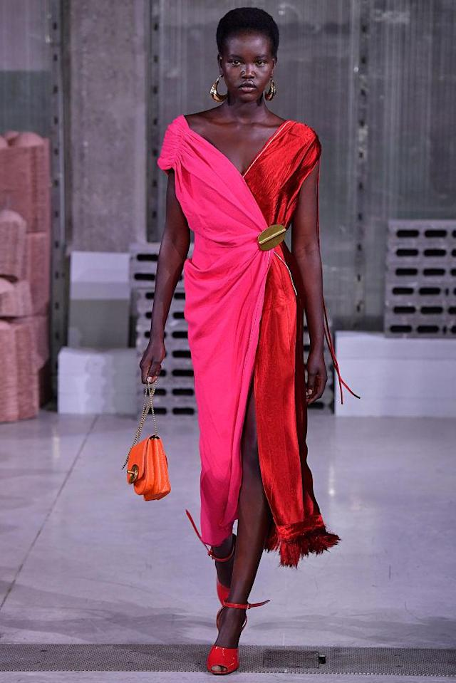 <p>A pink-and-red contrast dress from the Marni FW18 show. (Photo: Getty) </p>