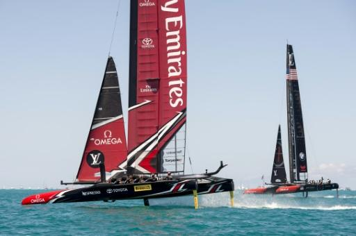 Team New Zealand (L) won the America's Cup in 2017