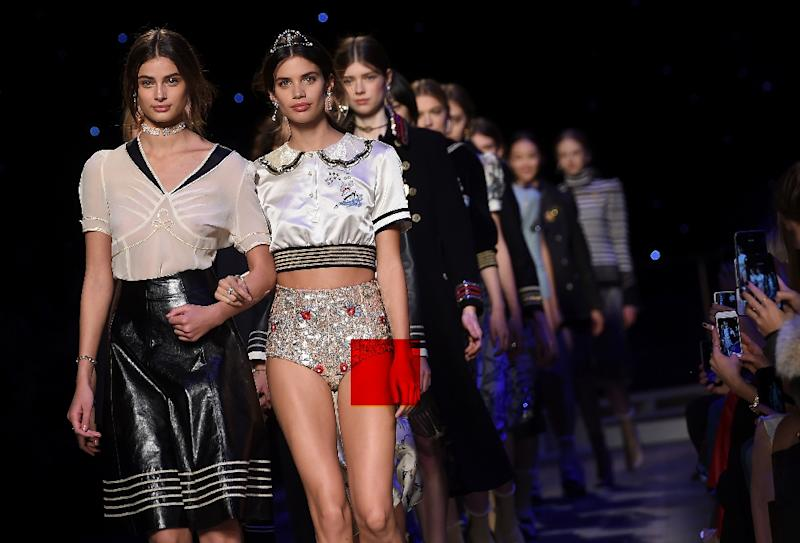 Models present creations by Tommy Hilfiger during the Fall 2016 New York Fashion Week, on February 15, 2016 (AFP Photo/Jewel Samad                         )