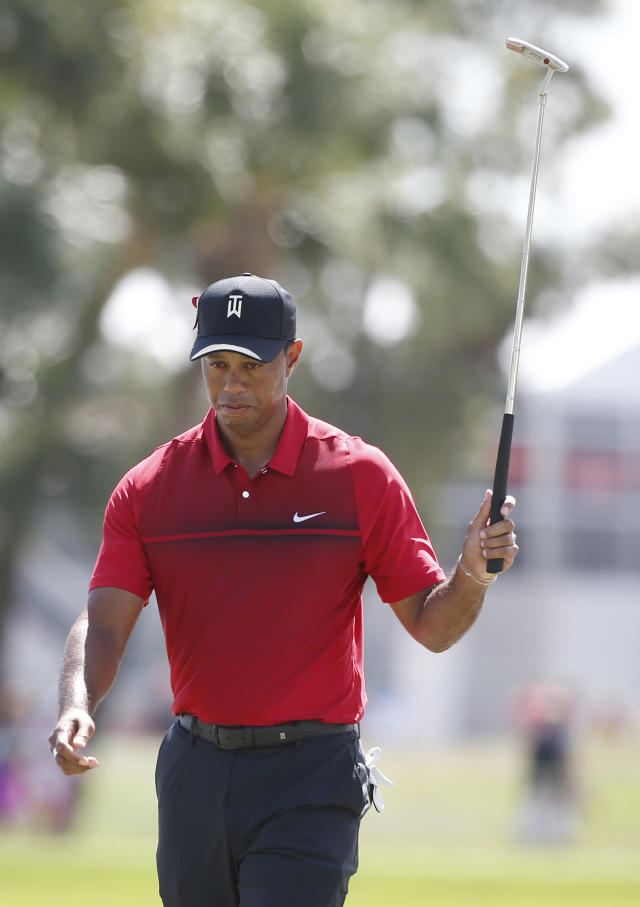 Tiger Woods acknowledges the crowd after putting on the second hole during the final round of the Honda Classic golf tournament, Sunday, Feb. 25, 2018, in Palm Beach Gardens, Fla. (AP Photo/Wilfredo Lee)