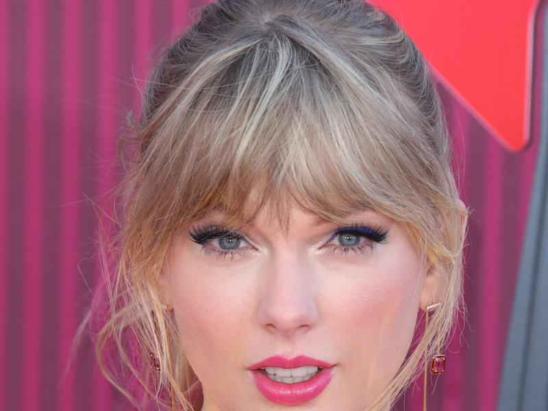 Taylor Swift Wore 2019s Hottest Hair Color On The Red Carpet
