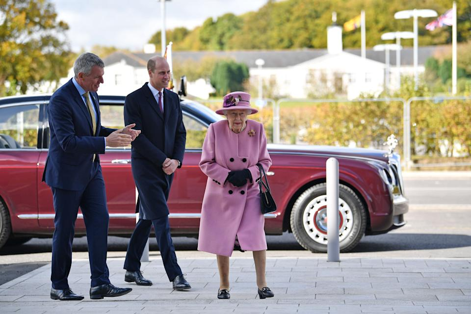 Britain's Queen Elizabeth II (R) and Britain's Prince William, Duke of Cambridge, (C) speak with Dstl Chief Executive Gary Aitkenhead (L) as they head back to the Energetics Analysis Centre during their visit to the Defence Science and Technology Laboratory (Dstl) at Porton Down science park near Salisbury, southern England, on October 15, 2020. - The Queen and the Duke of Cambridge visited the Defence Science and Technology Laboratory (Dstl) where they were to view displays of weaponry and tactics used in counter intelligence, a demonstration of a Forensic Explosives Investigation and meet staff who were involved in the Salisbury Novichok incident. Her Majesty and His Royal Highness also formally opened the new Energetics Analysis Centre. (Photo by Ben STANSALL / POOL / AFP) (Photo by BEN STANSALL/POOL/AFP via Getty Images)