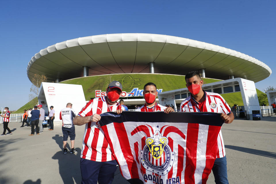 ZAPOPAN, MEXICO - MARCH 14: In the return of the fans to the stadiums, they pose before the game of  the 11th round match between Chivas and America as part of the Torneo Guard1anes 2021 Liga MX  at Akron Stadium on March 14, 2021 in Zapopan, Mexico. (Photo by Refugio Ruiz/Getty Images)