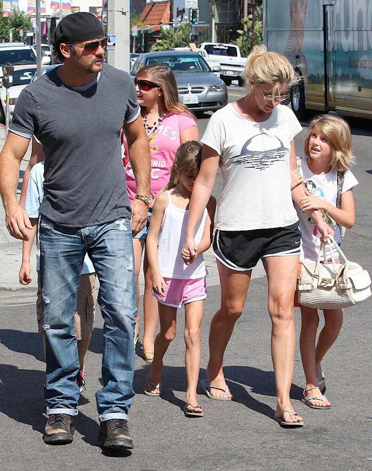 """Faith, her hubby Tim McGraw, and their daughters, Maggie, 10, and Gracie, 12, look like any other tourists visiting SoCal. Wonder if they made it to Disneyland! ALOHA-Fabio-DiCapua/<a href=""""http://www.x17online.com"""" target=""""new"""">X17 Online</a> - July 23, 2009"""