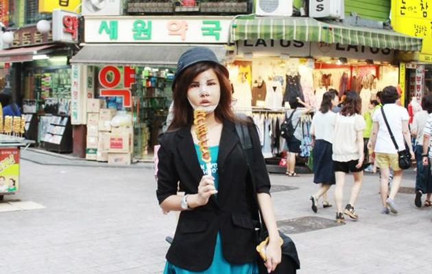Blogger Peggy Heng out and about in Seoul after her surgery (Photo courtesy of Peggy Heng)