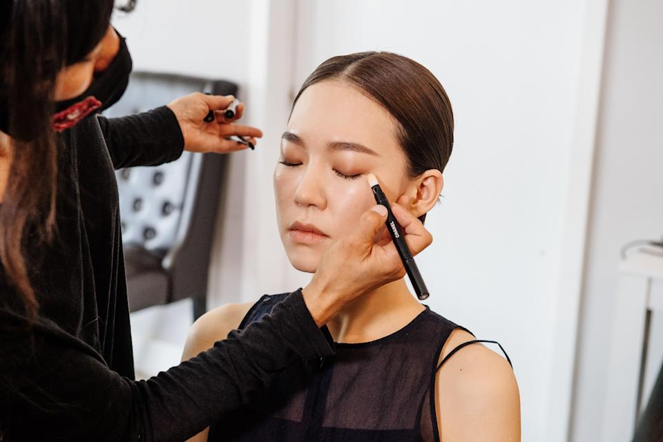 """Makeup artist Kara Yoshimoto Bua smudges Han's lids with rosy shadows from the <a href=""""https://shop-links.co/1738878977641826576"""" rel=""""nofollow noopener"""" target=""""_blank"""" data-ylk=""""slk:Chanel Les 4 Ombres"""" class=""""link rapid-noclick-resp"""">Chanel Les 4 Ombres</a> palette in Warm Memories."""