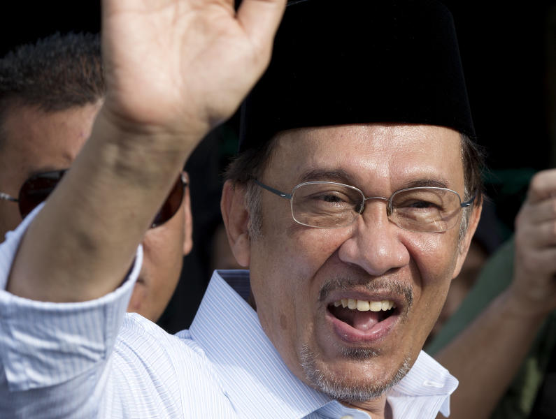 Malaysian opposition leader Anwar Ibrahim waves after voting at a polling station at Penanti in Penang state in northern Malaysia, Sunday, May 5, 2013. Malaysians have begun voting in emotionally charged national elections that could see the long-ruling coalition ousted after nearly 56 years in power. (AP Photo/Mark Baker)