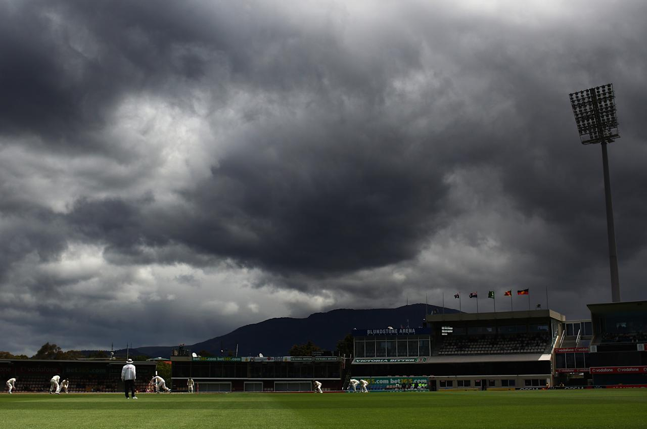 HOBART, AUSTRALIA - DECEMBER 18: A general view of play during day five of the First Test match between Australia and Sri Lanka at Blundstone Arena on December 18, 2012 in Hobart, Australia.  (Photo by Ryan Pierse/Getty Images)
