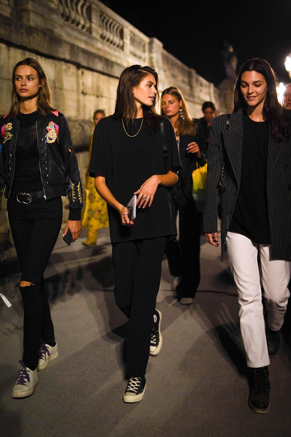 This effortless all-black look might be simple but it's highly effective.