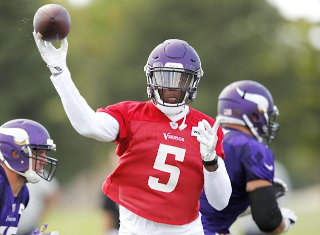 "The <a class=""link rapid-noclick-resp"" href=""/nfl/teams/min/"" data-ylk=""slk:Minnesota Vikings"">Minnesota Vikings</a> are not likely to pick up the fifth-year option on <a class=""link rapid-noclick-resp"" href=""/nfl/players/27560/"" data-ylk=""slk:Teddy Bridgewater"">Teddy Bridgewater</a>'s contract. (AP)"