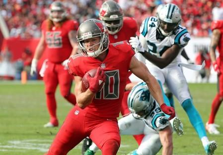 Adam Humphries signs with Tennessee Titans because of Tom Brady's age