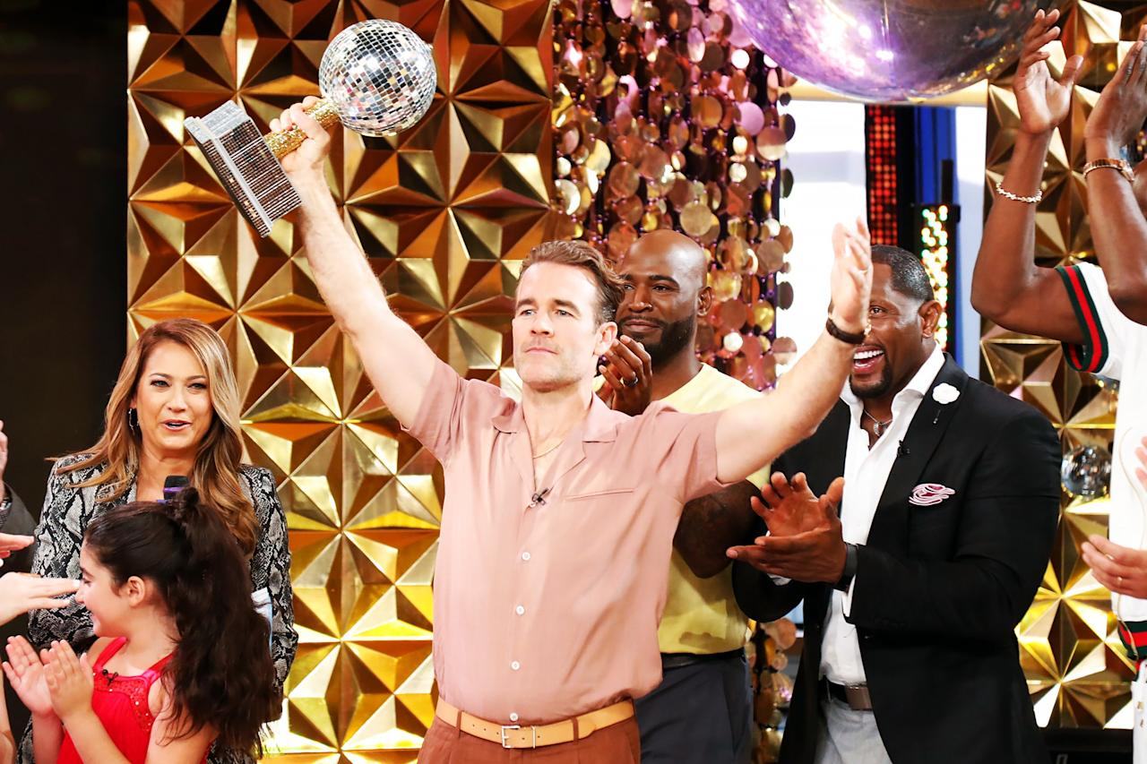 "James Van Der Beek and new costars Karamo Brown, Ray Lewis and Lamar Odom get the crowd going during the live reveal of the <a href=""https://people.com/tv/dancing-with-the-stars-season-28-cast/"">2019 cast of <em>Dancing with the Stars</em></a> on Wednesday's episode of <em>Good Morning America.</em>"