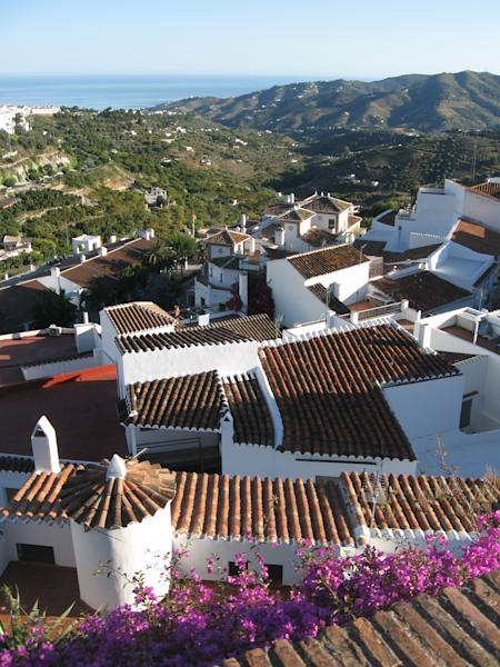 """This June 1, 2013 photo shows a cluster of homes in Frigiliana, Spain. Frigiliana is one of Spain's """"pueblos blancos,"""" or white villages that sit high above the Mediterranean coast. (AP Photo/Giovanna Dell'Orto)"""