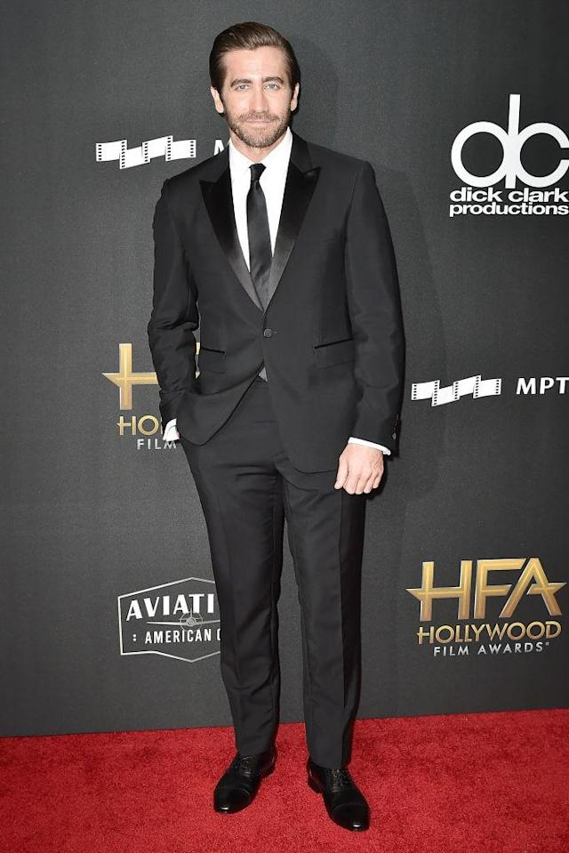 <p>Gyllenhaal looked prepared to receive the honor of Hollywood Actor Award. (Photo: Getty Images) </p>