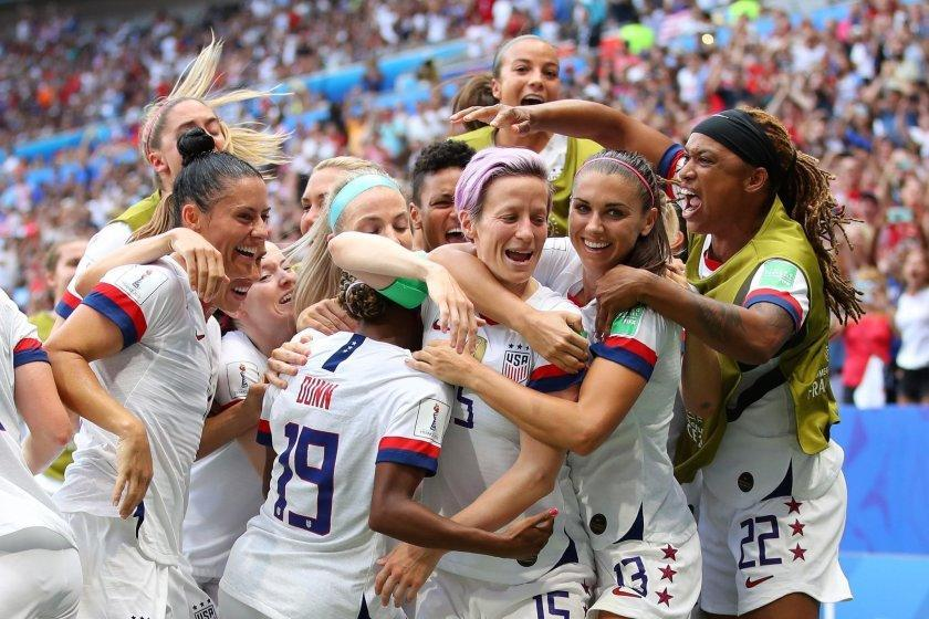 LYON, FRANCE - JULY 07: Megan Rapinoe of the USA celebrates with teammates after scoring her team's first goal during the 2019 FIFA Women's World Cup France Final match between The United States of America and The Netherlands at Stade de Lyon on July 07, 2019 in Lyon, France. (Photo by Richard Heathcote/Getty Images) *** BESTPIX *** ** OUTS - ELSENT, FPG, CM - OUTS * NM, PH, VA if sourced by CT, LA or MoD **