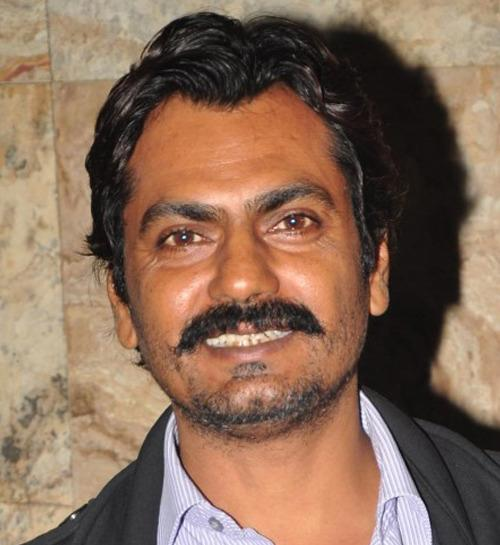 <p>Nawazuddin Siddiqui is all set to stun us in a deadly avatar in his upcoming film <i>Raees. </i>The actor plays a tough cop in the film and looks rough and tough in a simple pant-shirt, rolled up sleeve and black glares. The movie also stars SRK and Mahira Khan in lead roes.</p>