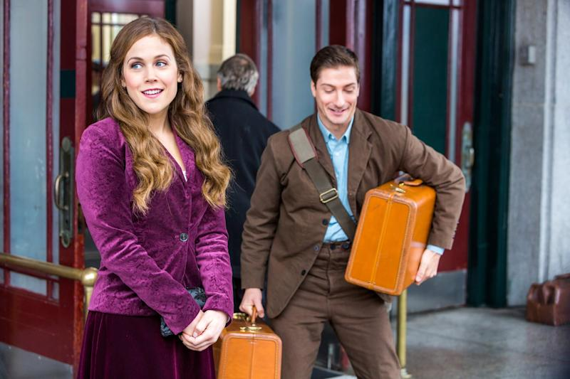 WHEN CALLS THE HEART, l-r: Erin Krakow, Daniel Lissing in 'Trials of the Heart' (Season 2, Episode 1, aired April 25, 2015). ph: Eike Schroter/Hallmark/courtesy Everett Collection