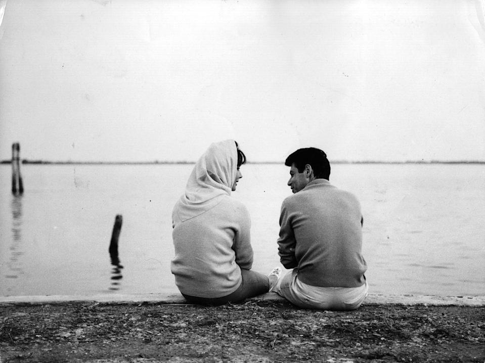 <p>Elizabeth Taylor and her husband, singer Eddie Fisher, on holiday on Burano Island in the lagoon at Venice, circa 1960.</p>