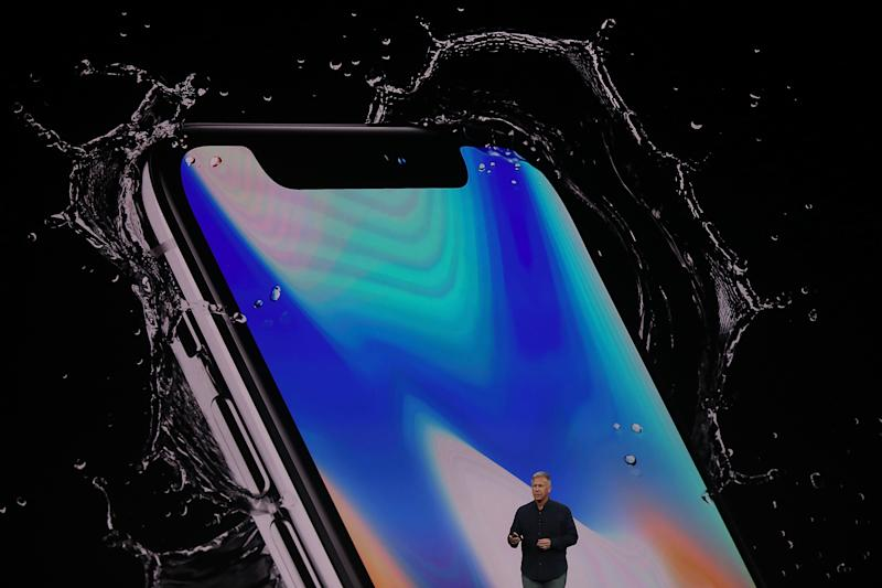 An Apple Executive Is Celebrating iPhone X Release Day With a $25 Million Gift to His Alma Mater